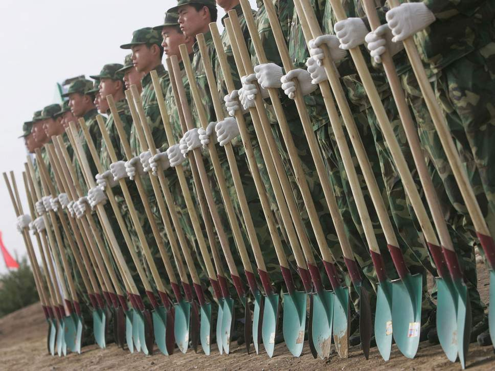 china-soldiers-plant-trees-1